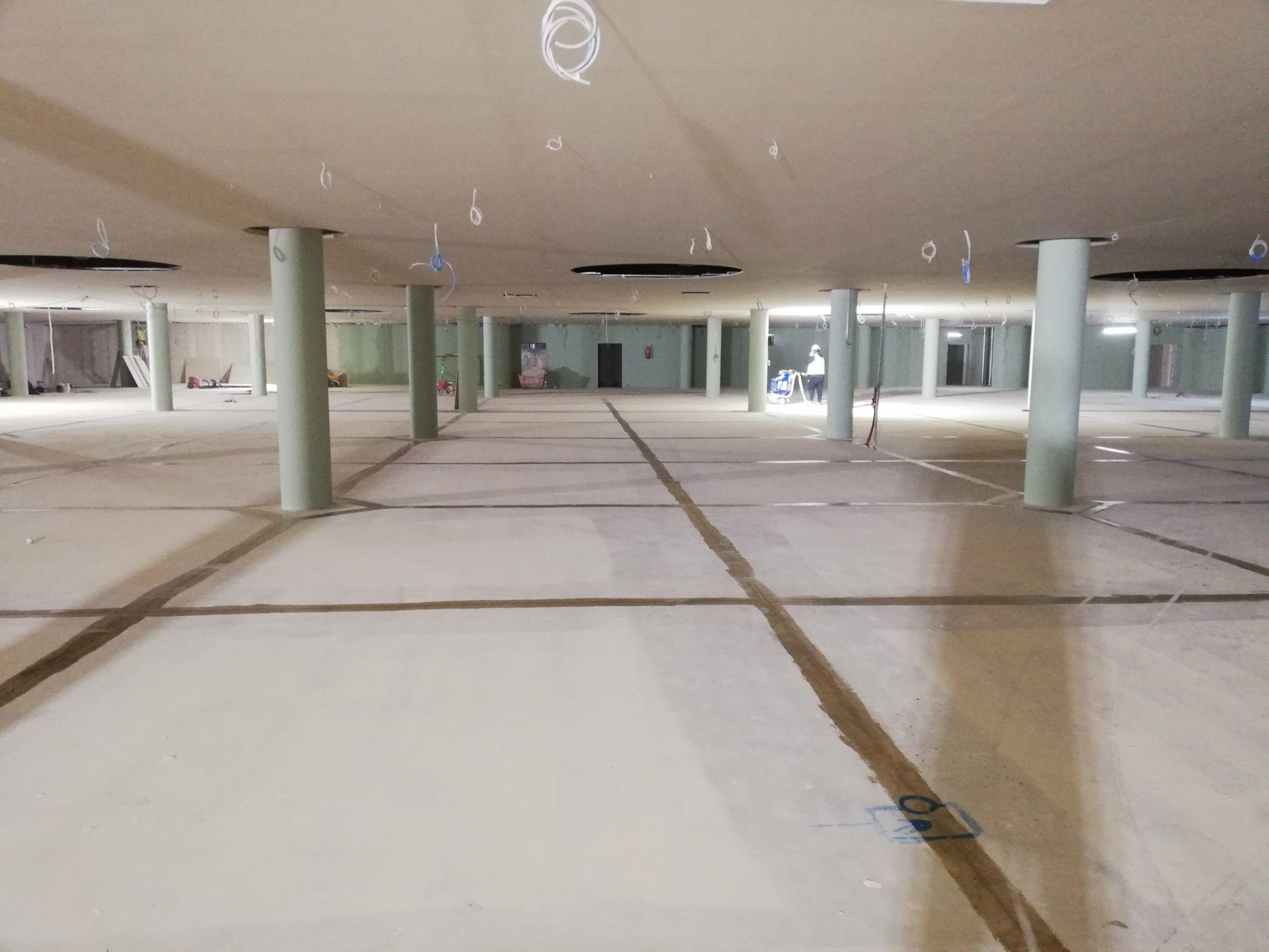 LA ROCA VILLAGE – 34.000 m2 aprox. de pintura y señalización